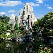 Hòn non bộ thác nước lớn trong vườn